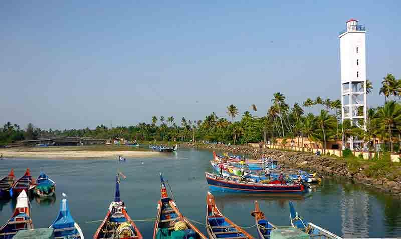 Ansicht der traditionellen Fischerboote in Kochi, Kerala