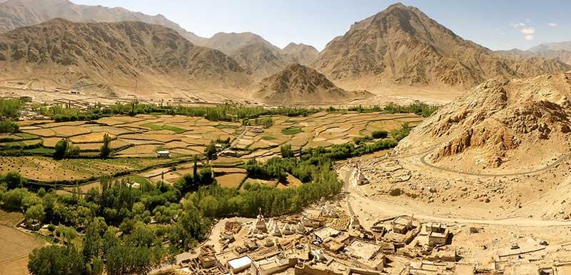 Panoramablick auf das Zanskar-Tal