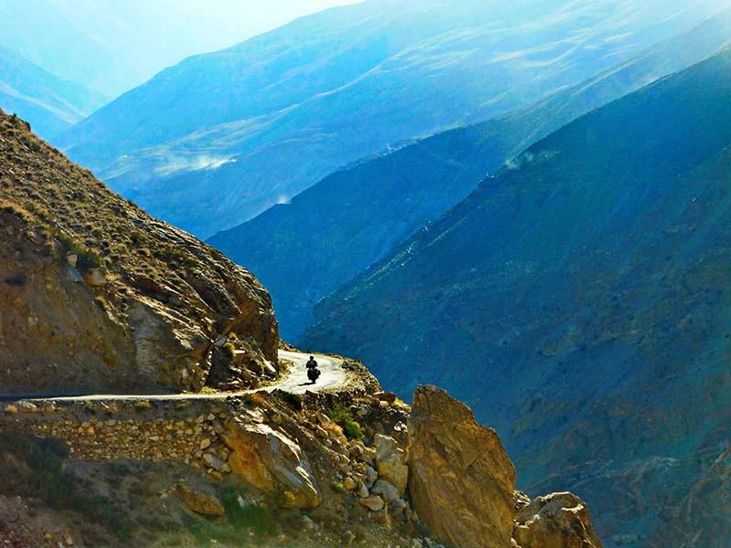 kleine Straßen über den Jot Pass nach Khajjiar