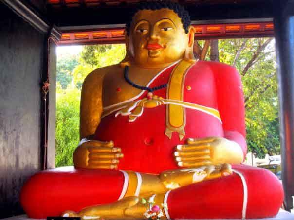Buddha bei einem Tempel in Nordthailand